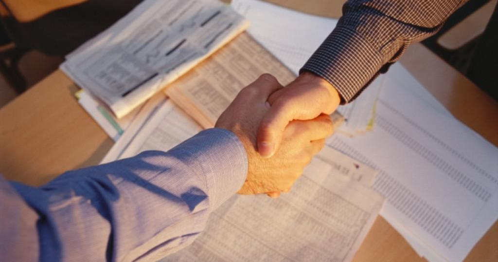 Оформление дарственной на дом и земельный участок: порядок и нюансы